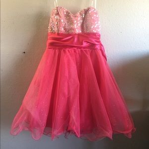SPARKLY PINK PROM DRESS